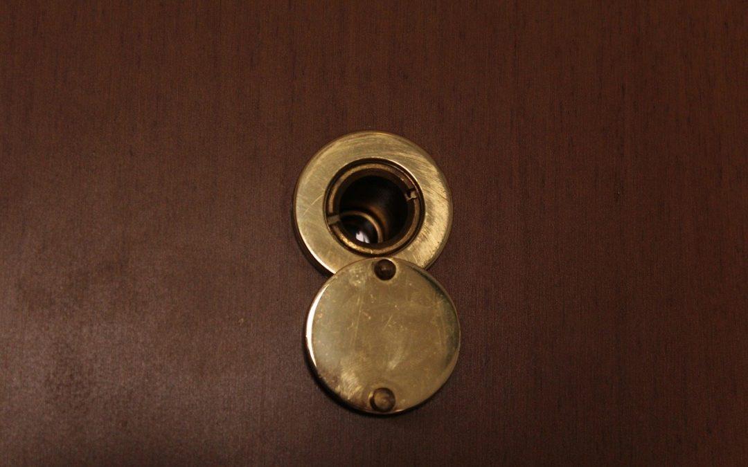 installer un judas sur sa porte
