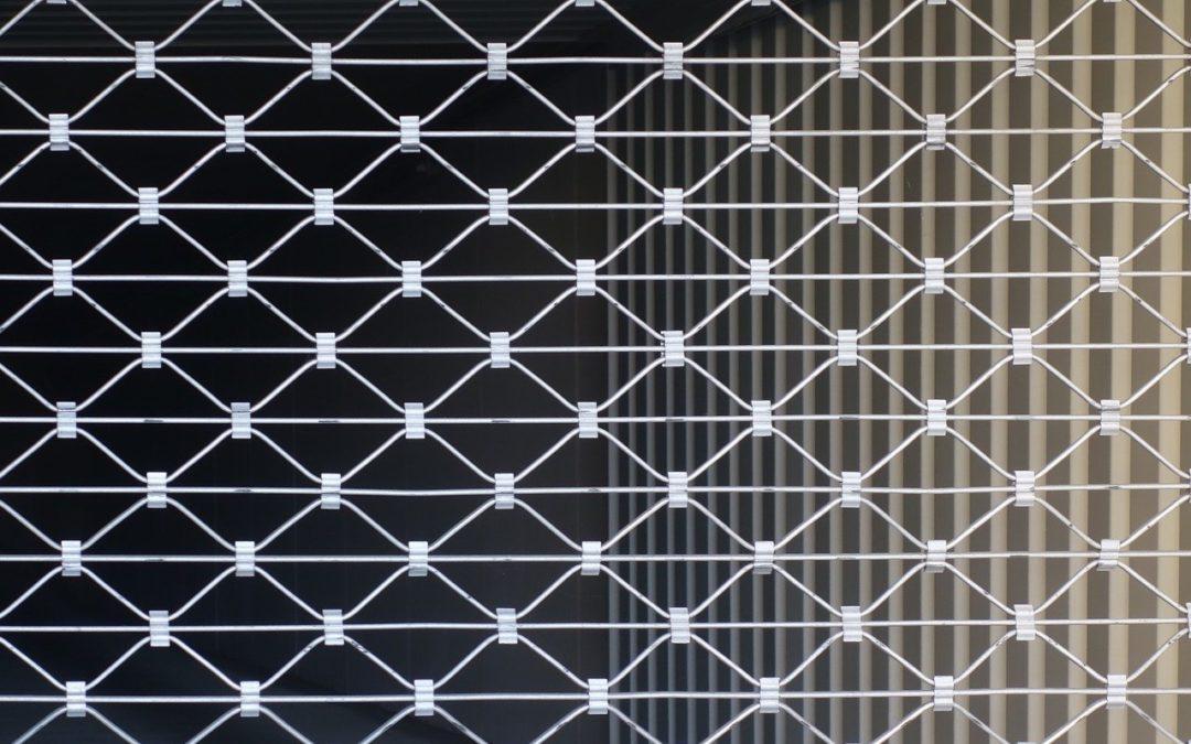 Comment installer un rideau métallique ?