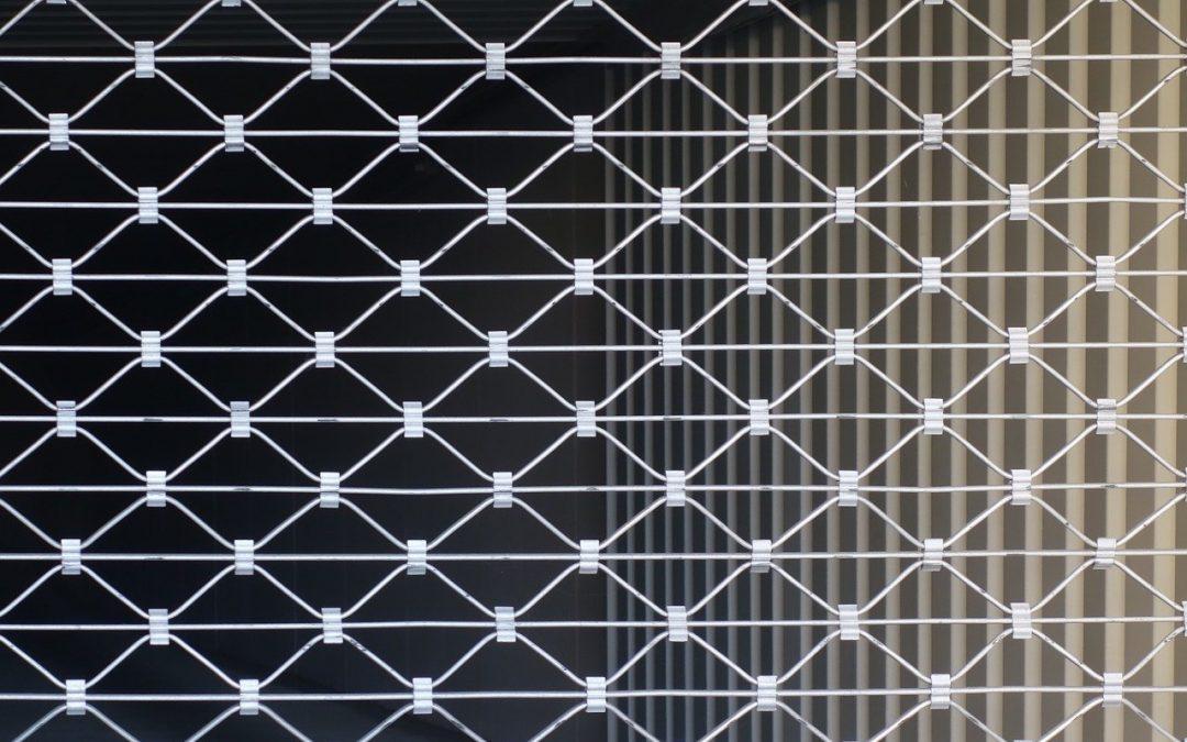 Poser un rideau métallique : un travail de professionnel